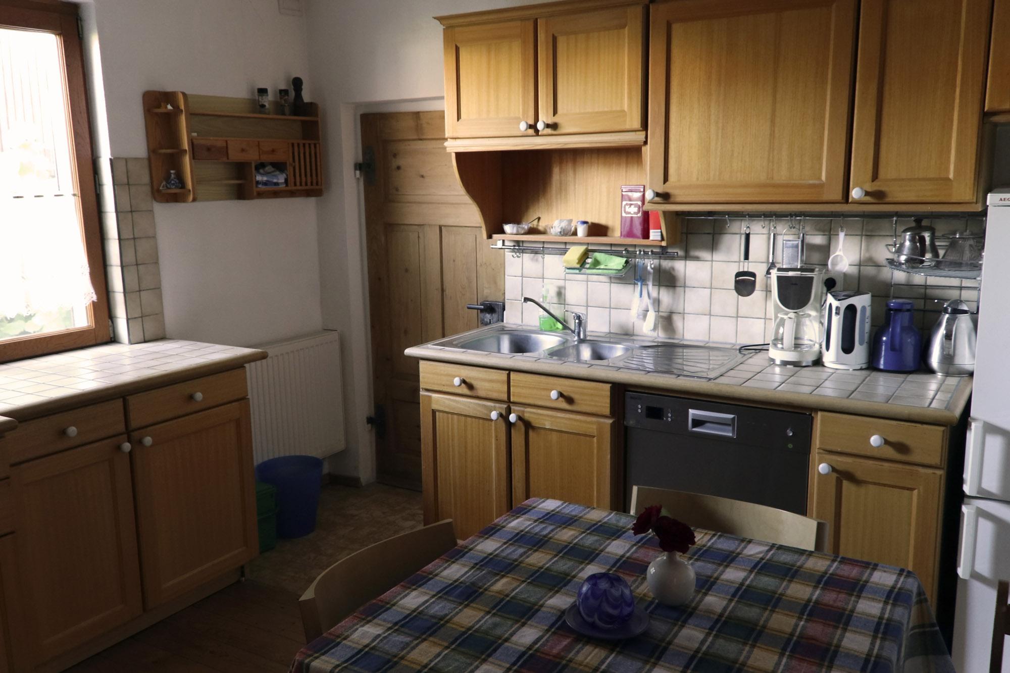 Kuche herd neben spulmaschine for Kuchenplanung kleine kuche